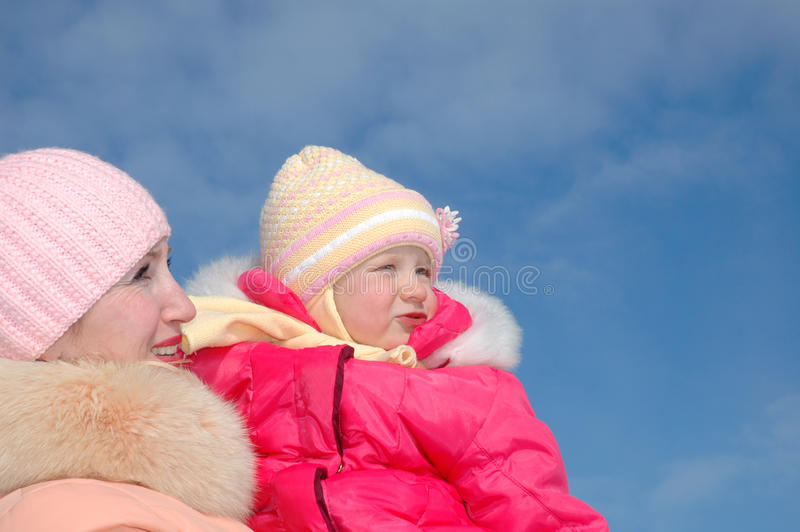 愉快的家庭。母亲和孩子 免版税库存照片