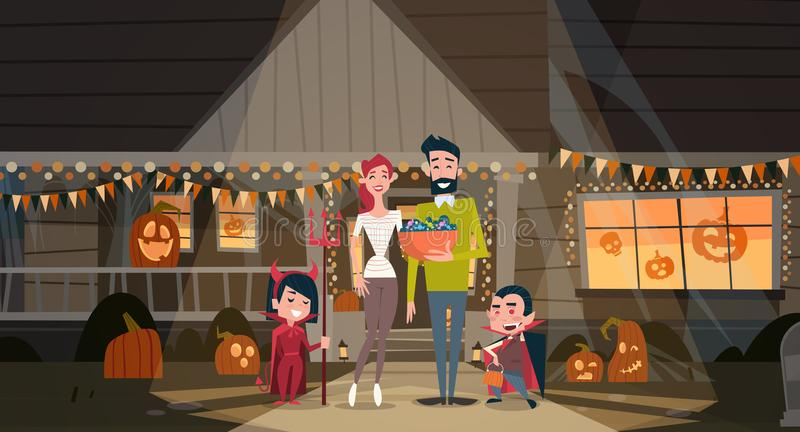 愉快的家庭庆祝万圣夜父母和孩子穿戴吸血鬼服装假日装饰恐怖党概念 向量例证