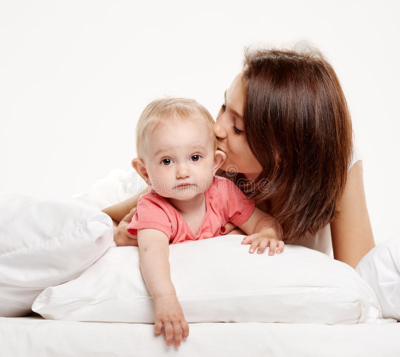 愉快的家庭母亲和她的婴孩 库存照片