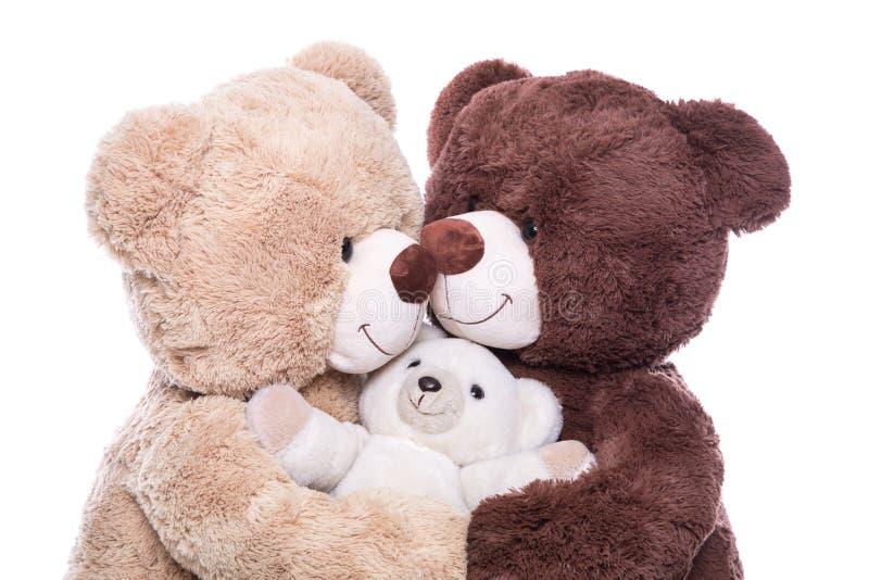 愉快的家庭-母亲、父亲和婴孩-与玩具熊的概念 免版税库存照片