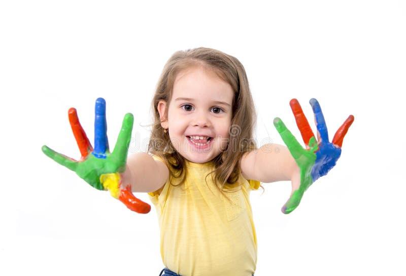 愉快的小女孩用在颜色绘的手 免版税库存图片
