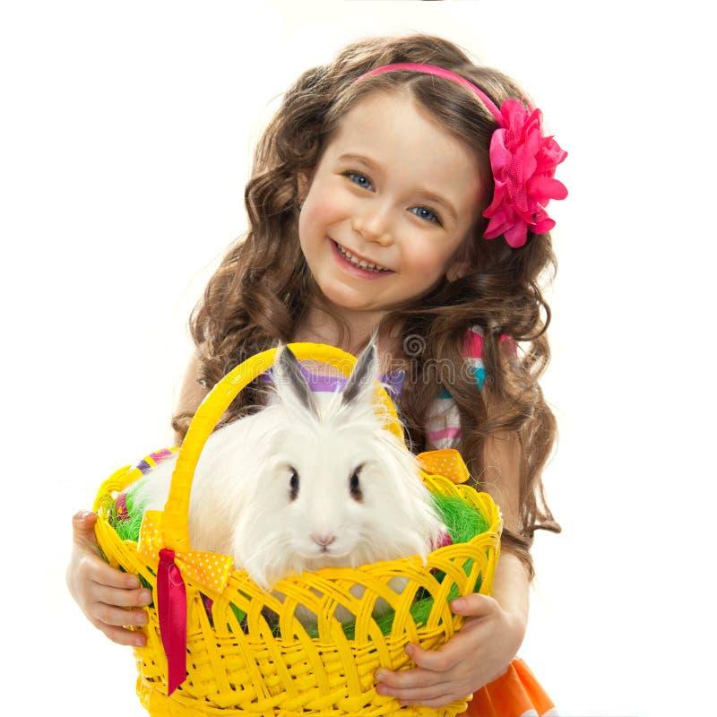 愉快的小女孩用复活节兔子 库存图片