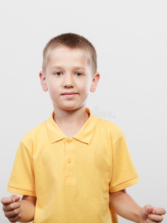 愉快的小男孩孩子画象  免版税库存照片