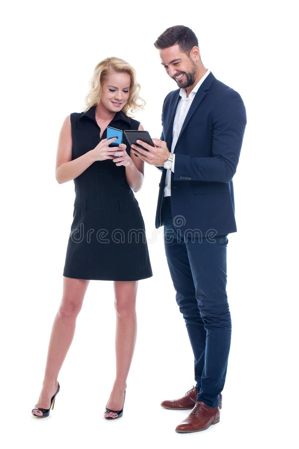 愉快的年轻女实业家和商人无线技术co 库存图片