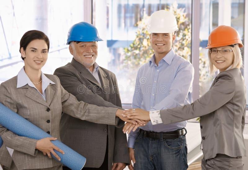 愉快的建筑师小组纵向  免版税库存照片