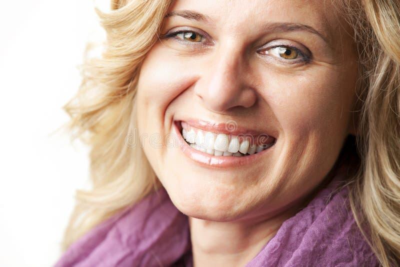 愉快的微笑的妇女年轻人 库存图片