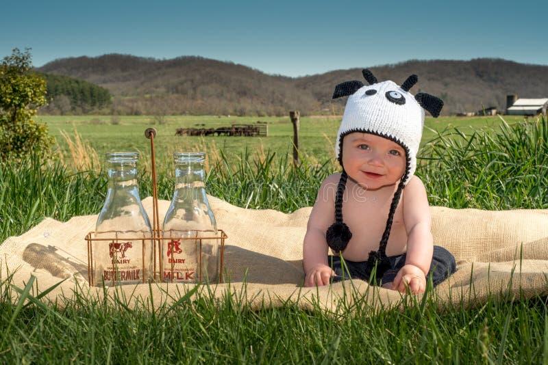 愉快的微笑的母牛婴孩 免版税库存照片
