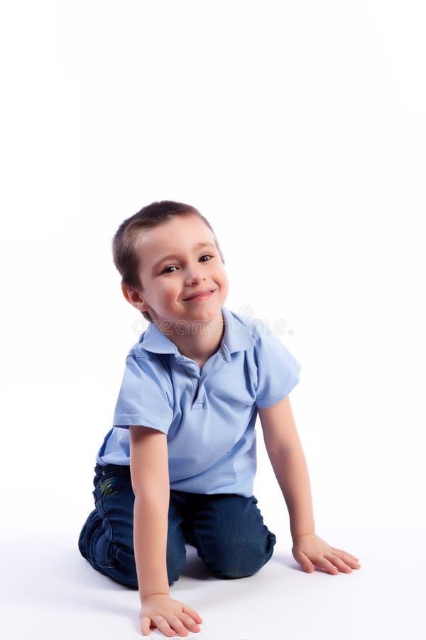 愉快的快乐的美丽的男孩画象  库存图片