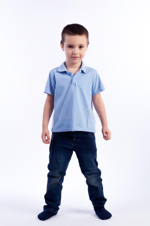 愉快的快乐的美丽的男孩画象  免版税库存照片