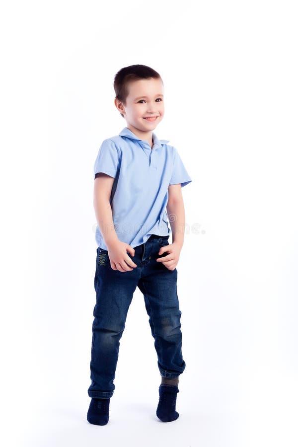 愉快的快乐的美丽的男孩画象  免版税库存图片