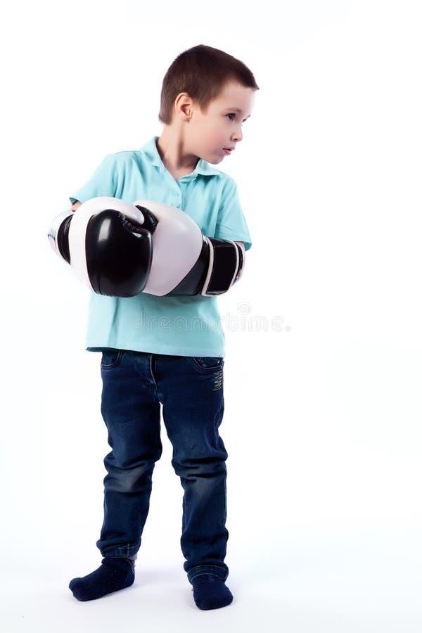 愉快的快乐的美丽的男孩画象  免版税图库摄影