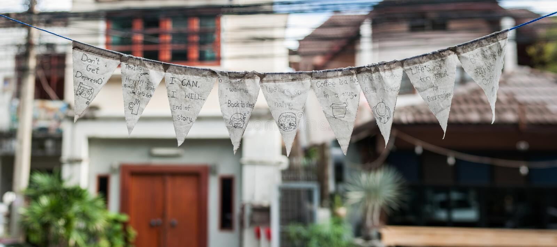 愉快的感觉消息和cutie在三角织品画 免版税图库摄影
