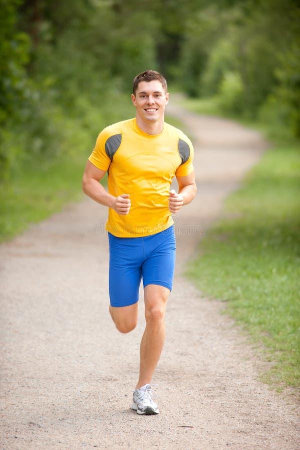 愉快的慢跑者年轻人 图库摄影