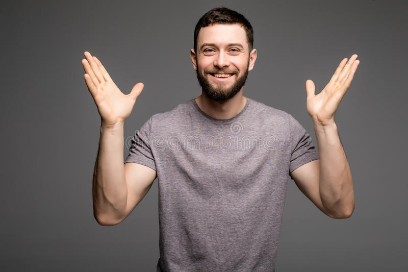 愉快的成功的人画象用被举的手 免版税库存图片