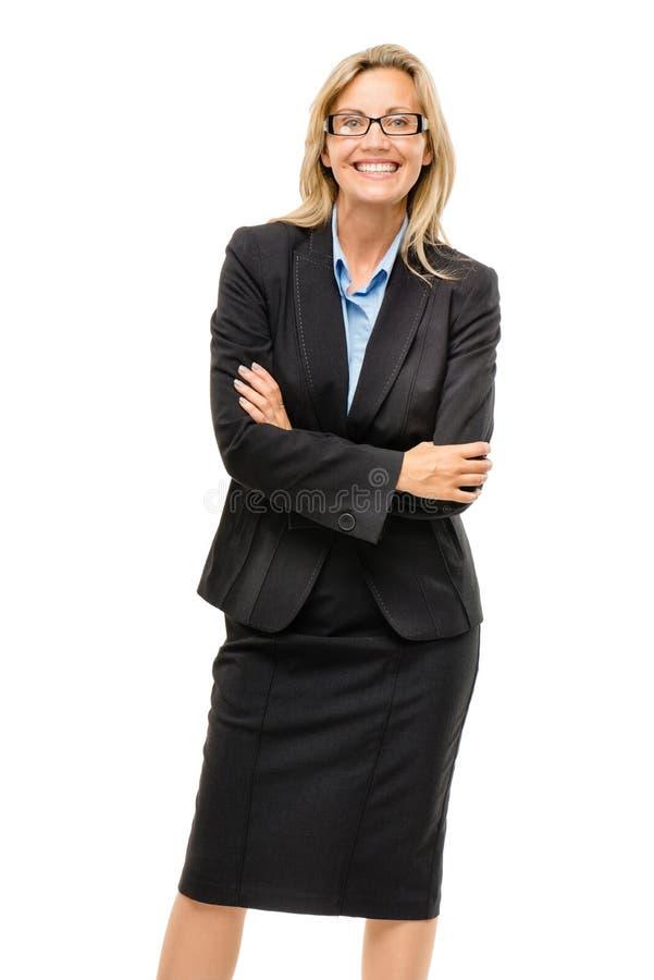 愉快的成熟的商业妇女胳膊在白色backgr折叠了隔绝 库存图片