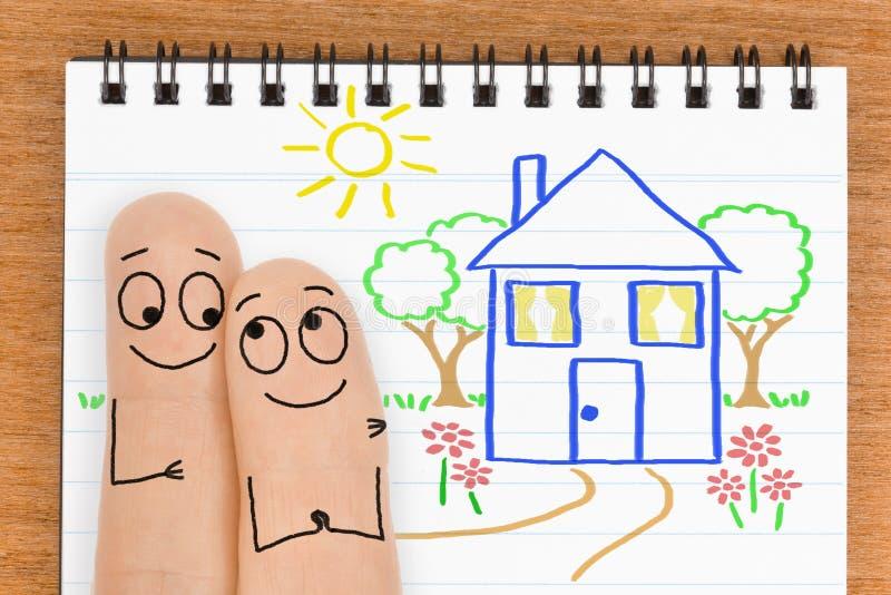愉快的手指面孔夫妇想要买一个新房 免版税库存照片