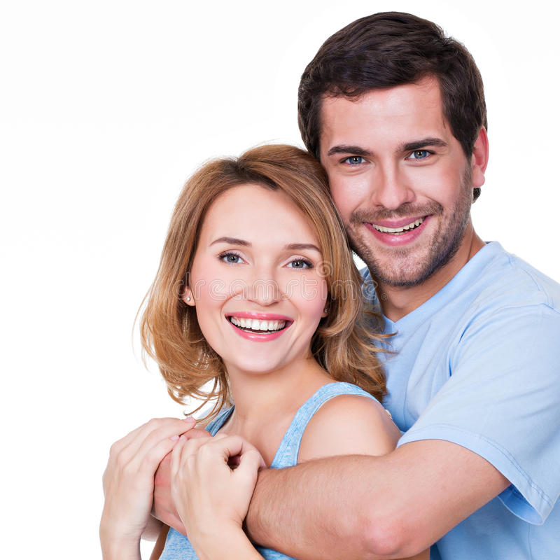 愉快的拥抱夫妇画象  免版税图库摄影