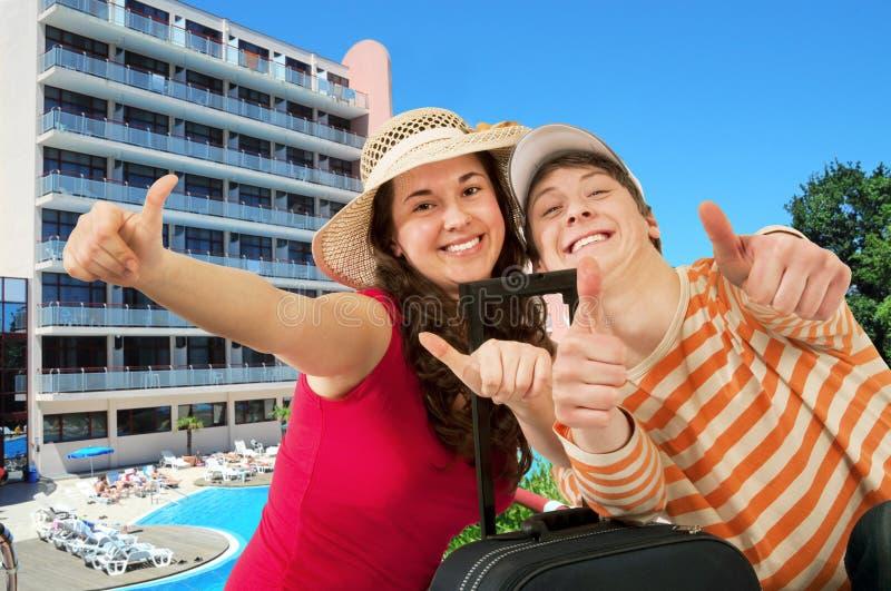 年轻愉快的旅客 库存照片