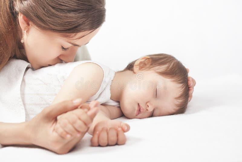 愉快的母亲和婴孩 免版税图库摄影