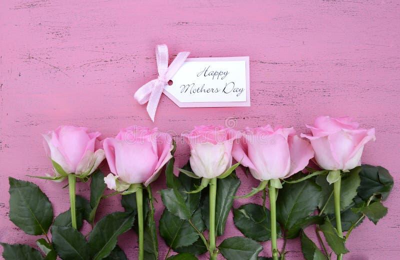 愉快的母亲节桃红色玫瑰和茶 免版税图库摄影