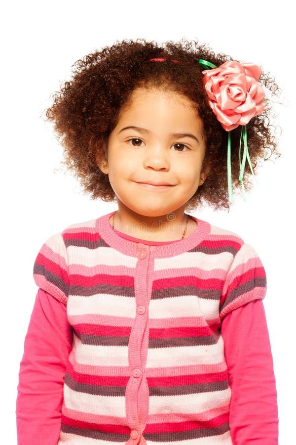 愉快的深色皮肤的女孩 免版税库存照片