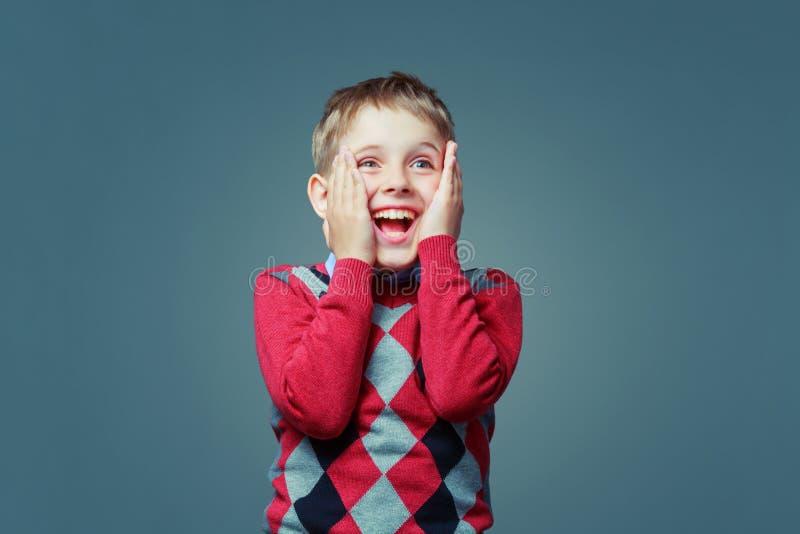 愉快的激动的孩子 免版税库存图片