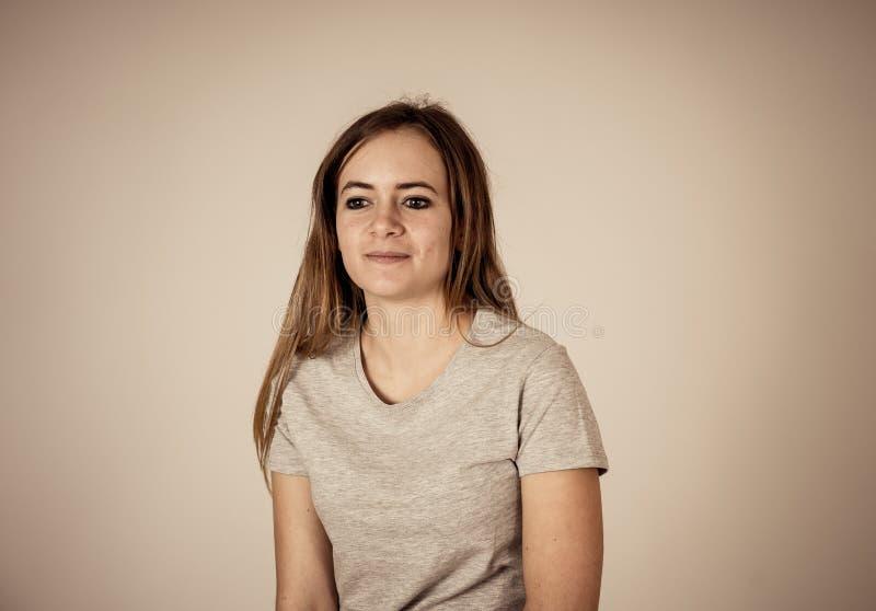 愉快的激动的美丽的少年妇女画象有愉快的表情的 图库摄影