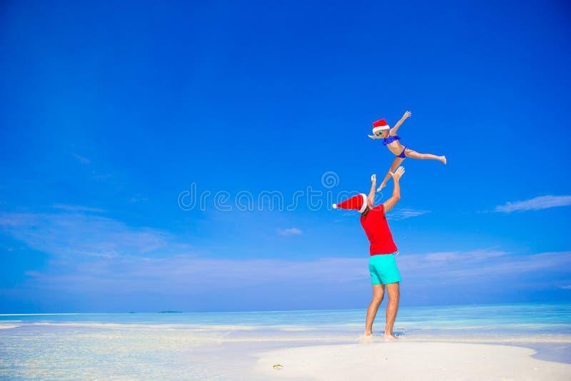 愉快的父亲和他可爱的矮小的女儿  库存照片