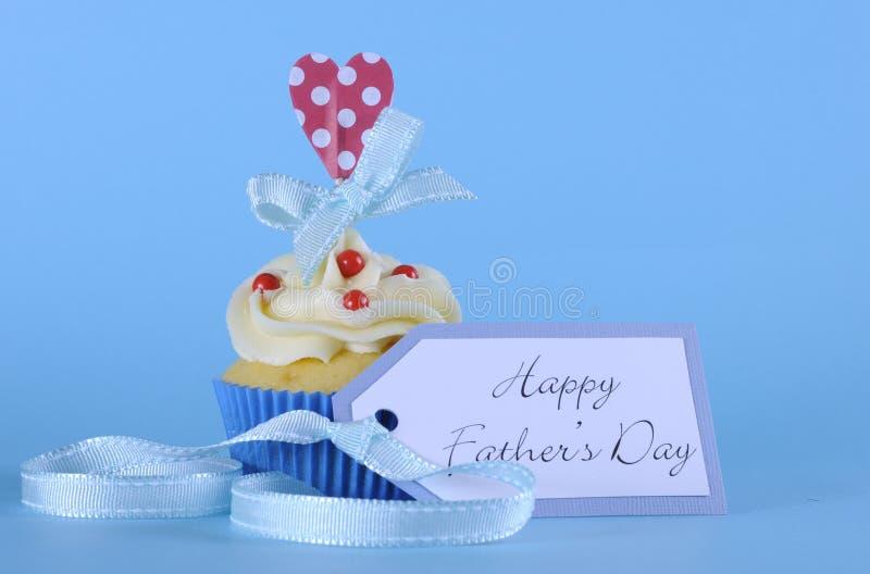 愉快的父亲节杯形蛋糕 免版税库存图片