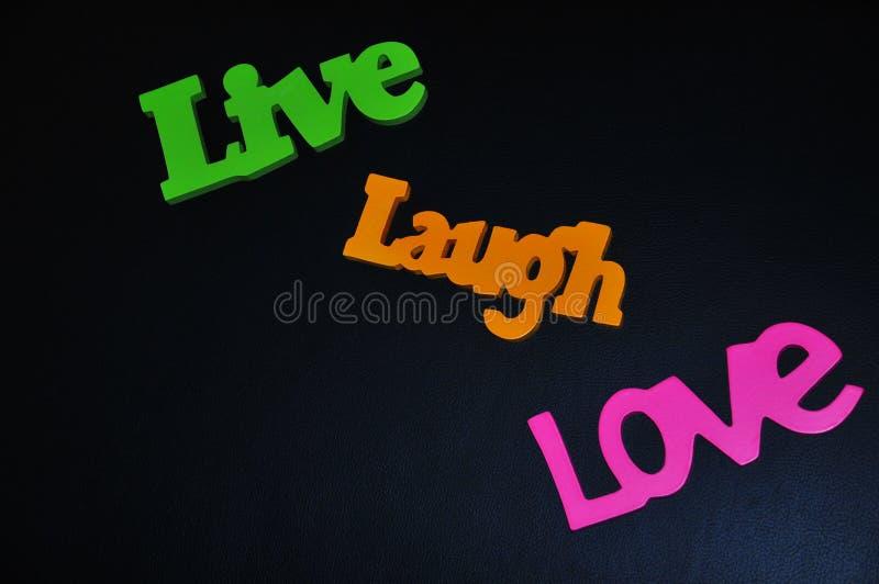 愉快的生活的激动人心的词居住,笑并且爱 免版税库存图片