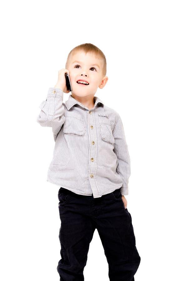 愉快的男孩谈话在电话 免版税库存照片