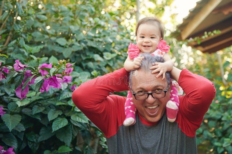 愉快的祖父和孙女 库存图片
