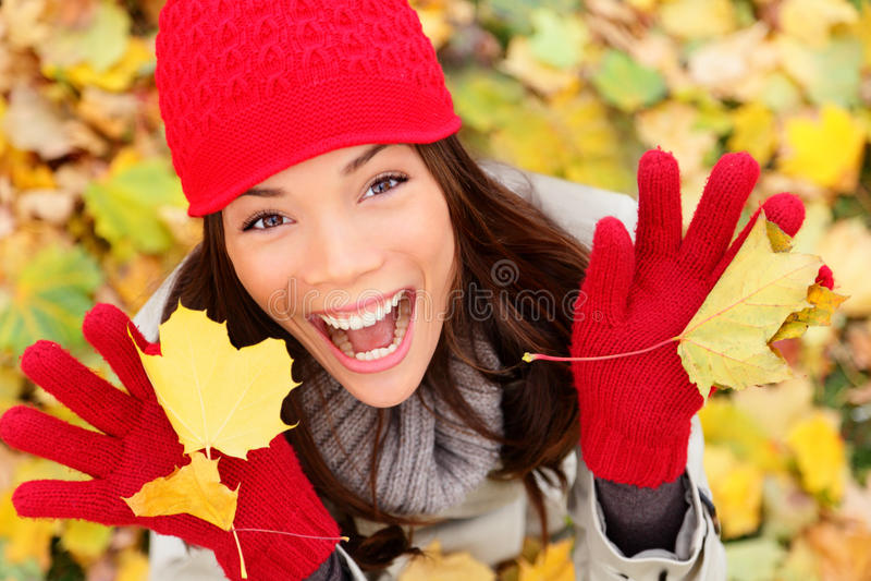 愉快的秋天妇女 免版税库存照片