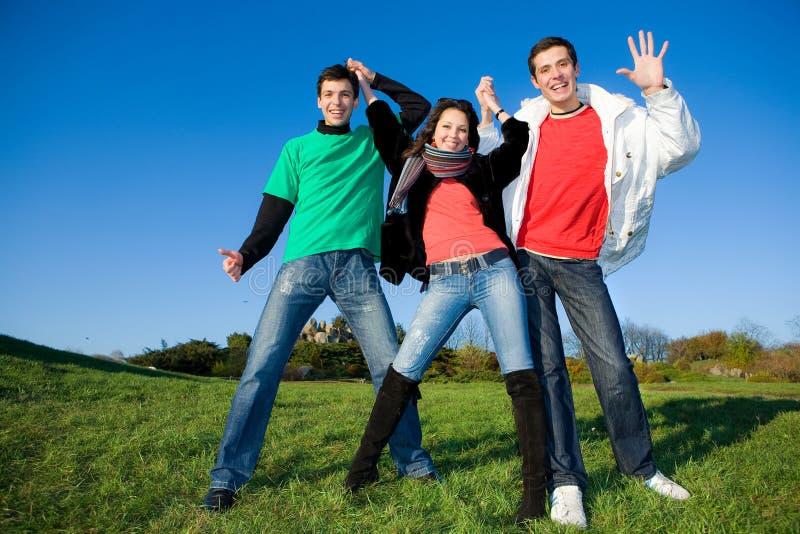 愉快的笑小组年轻人 免版税库存照片