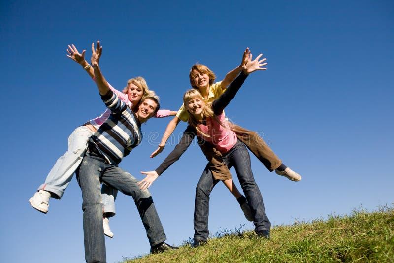 愉快的笑小组年轻人 免版税图库摄影