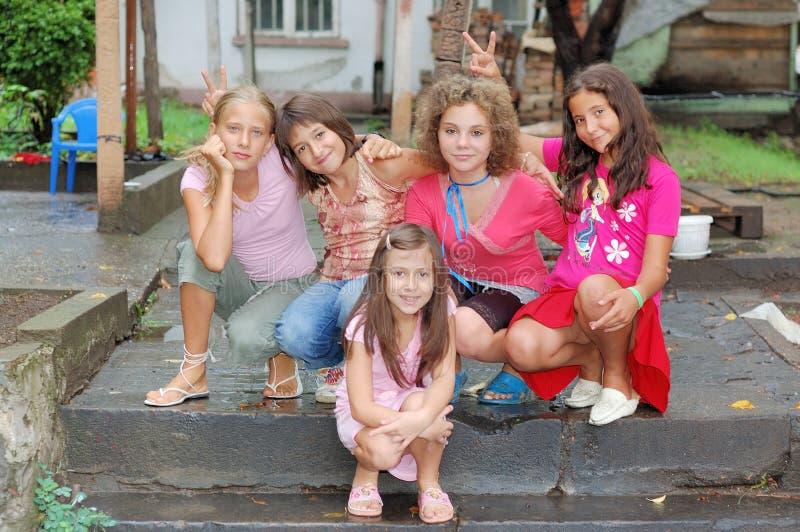 愉快的组女孩 免版税库存照片