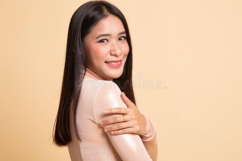 愉快的美丽的年轻亚裔妇女 图库摄影