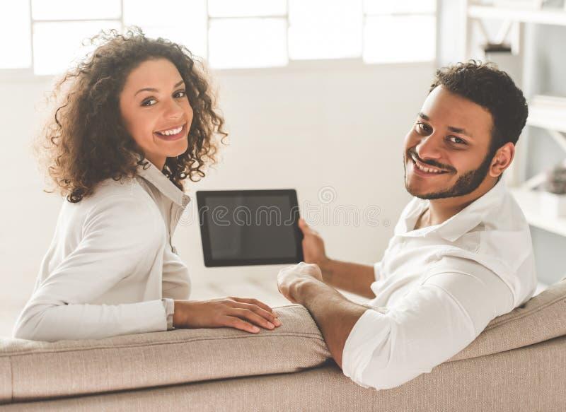 愉快的美国黑人的夫妇 免版税库存照片