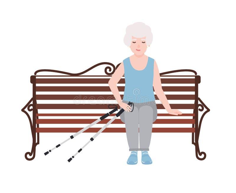 愉快的老妇人在体育衣物穿戴了坐与杆的长凳北欧走的 休息或断裂在室外期间 库存例证