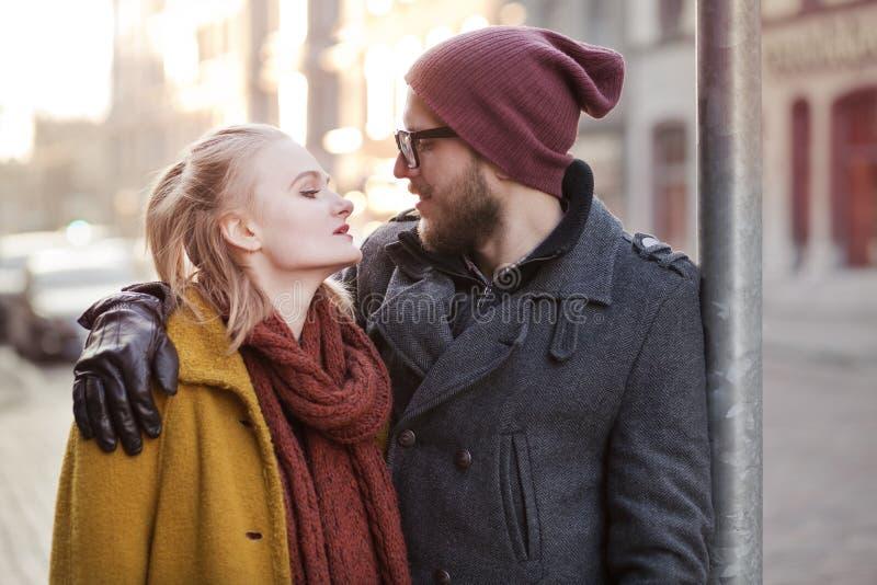 年轻愉快的行家夫妇 免版税图库摄影