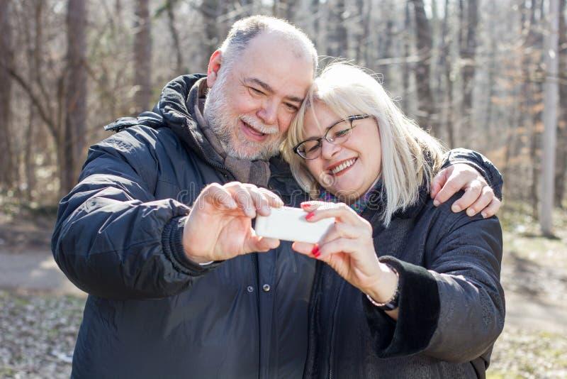 愉快的资深年长夫妇老人Selfie 免版税图库摄影