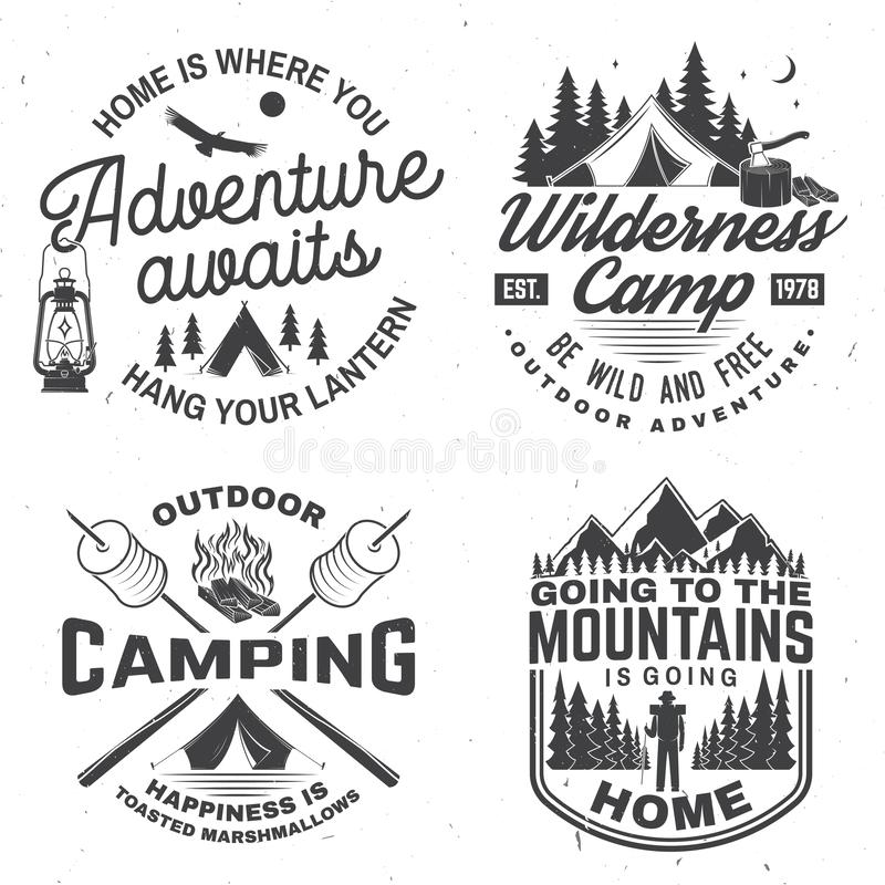 愉快的野营车 向量 衬衣或商标的,印刷品,邮票概念 与灯笼,野营的帐篷,营火的葡萄酒设计 库存例证