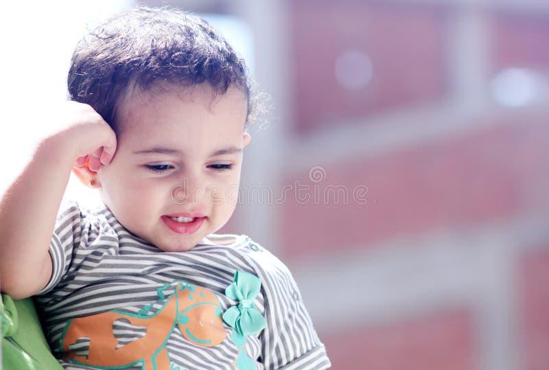 愉快的阿拉伯埃及女婴 免版税库存照片