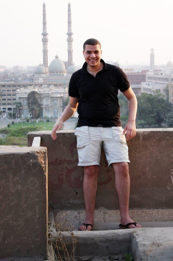 愉快的阿拉伯埃及年轻商人在开罗在埃及 库存图片