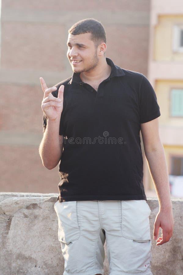 愉快的阿拉伯埃及年轻商人 库存图片