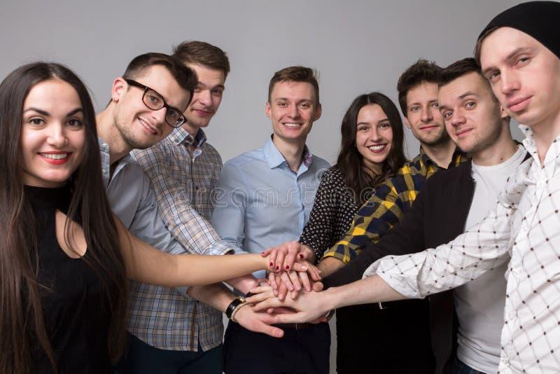 愉快的青年人一起 概念查出的小组白色 背景 免版税库存图片