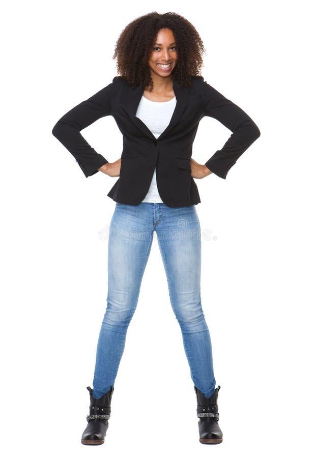 愉快的非裔美国人的妇女用在臀部的手 免版税库存图片