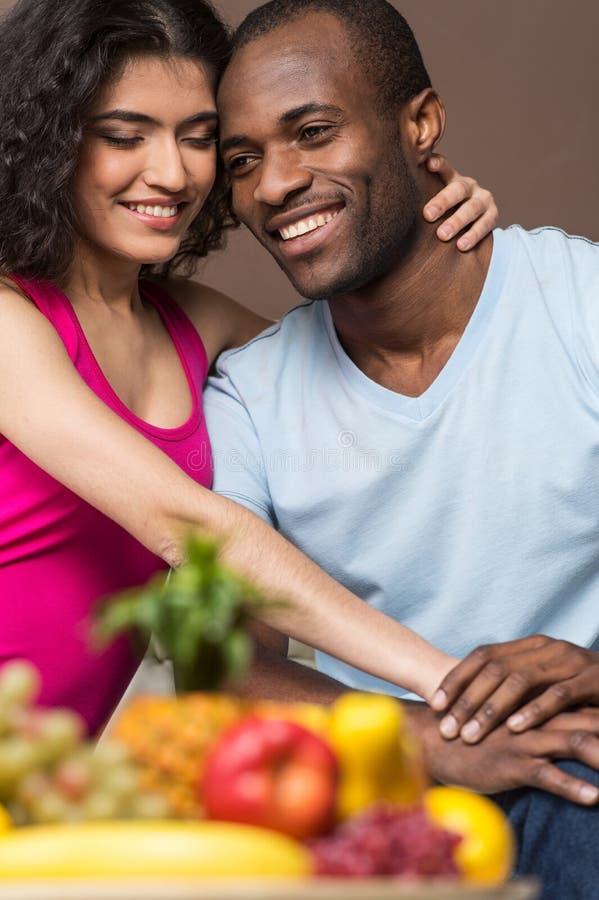 愉快的非裔美国人的男人和妇女 免版税图库摄影