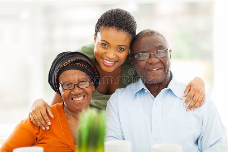 愉快的非洲家庭 免版税库存图片