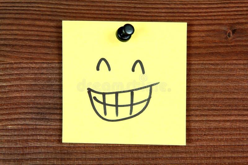 Download 愉快的面带笑容 库存图片. 图片 包括有 消息, 概念性, 手写, 办公室, 黄色, 纸张, 图标, 文本 - 30337293